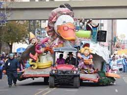 getting to detroit s thanksgiving day parade