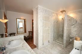 badezimmer mit dusche gemauerte dusche als blickfang im badezimmer vor und nachteile
