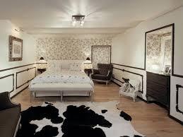 luxury bedroom design white table lamp on black round rack