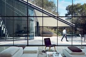 photo 10 of 11 in 10 modern glass homes from a home fit for a