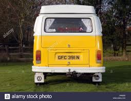 volkswagen westfalia camper 1975 vw volkswagen westfalia bay window camper van stock photo