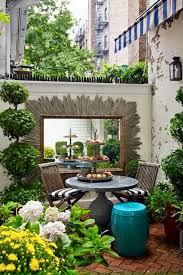 creative small courtyard garden design ideas best 25 small courtyards ideas on small courtyard