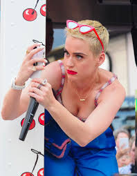 katy perry promotes her new song u0027bon appetit u0027 in new york 04 28