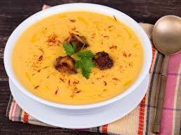 cuisiner citrouille soupe à la citrouille aux pommes et à la cannelle