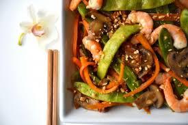 recette cuisine au wok recette wok de légumes croquants et crevettes à l asiatique saveur