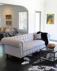 canapé chesterfield blanc le canapé chesterfield une touche so dans votre séjour