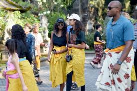 obama family visits bali temple during indonesia vacation