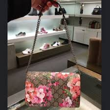 bloom wallet gucci bloom leather chain wallet luxury on carousell