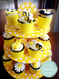 bumble bee cupcakes bumblebee cupcakes fancy something sweet