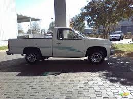 white nissan truck 1995 cloud white nissan hardbody truck xe regular cab 21385379