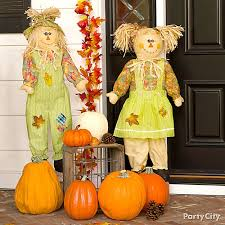 scarecrow porch decorating idea thanksgiving decorating ideas