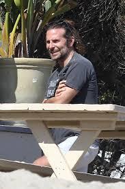 Leonardo Dicaprio Home by Bradley Cooper Hangs Out With Leonardo Dicaprio At His Home In Malibu