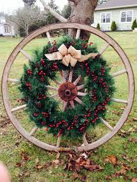Outdoor Christmas Wreaths by Wagon Wheel Out Front U0027pinterest U0027 Things I U0027ve Done