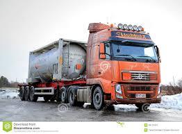 volvo van tankwagen van volvo fh vervoerden brandbare goederen redactionele