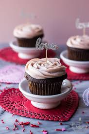 valentine chocolate cupcakes with strawberry buttercream the