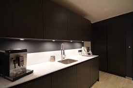 cuisine noir laqué plan de travail bois plan de travail noir laqu gallery of univers cuisine noir laque