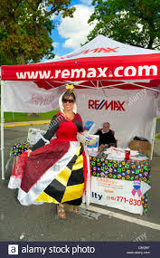 remax real estate salesperson dressed in red queen halloween