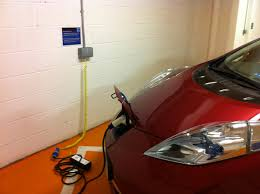 nissan leaf miles per charge 2011 nissan leaf long term update 25 000 miles no woes