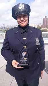 nypd cop attacked with anti muslim slurs praised for saving kid