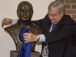 Trump In The Oval Office Good News Trump Will Re Install Churchill Bust In The Oval Office