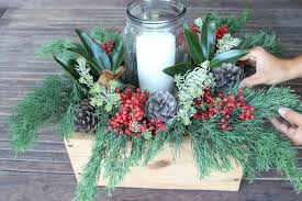 christmas centerpieces for tables diy christmas table decorations easy centerpiece in 10 minutes