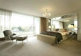 chambre avec miroir miroir tete de lit chambre a coucher avec design intacrieur
