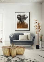 hellgraues sofa graues zimmer mit einem grauen sofa viele len und tisch aus