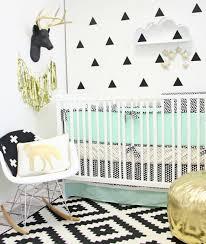tapisserie chambre bébé papier peint tendance pour une décoration moderne chambres de bébé