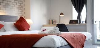 chambre des donner à sa chambre des airs d hôtel de luxe homebyme