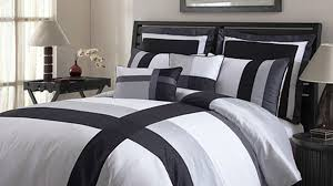 Bed With A Lot Of Pillows Love Your Sleep Get The Correct Pillow For Yourself Other Voice