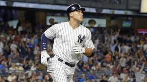 Aaron Judge Breaks Mlb Rookie Record With 50th Home Run Rolling Stone - aaron judge hits 49th 50th home runs to pass mcgwire for all time