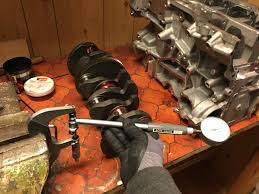 engine rebuild part 8 assembling the bottom end crank rods and