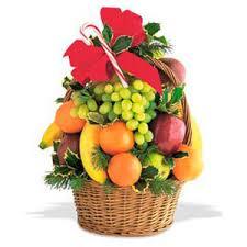 how to make fruit baskets fruit basket ukraine flowers send flowers to ukraine ukraine