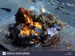 human cremation cremation of human corpse on the banks of the bagmati river