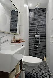 badezimmer klein waschbecken unterschrank toilette kleines bad fliesen tinyhouse