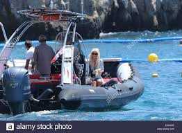 victoria silvstedt enjoys a day with friends at the hotel du cap