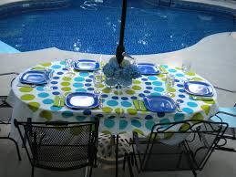 Outdoor Tablecloths For Umbrella Tables by An Umbrella Tablecloth Provides A Finishing Touch To Outdoor