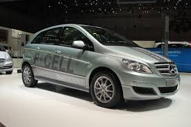 mercedes benz delays fuel cell plans seeks partner report
