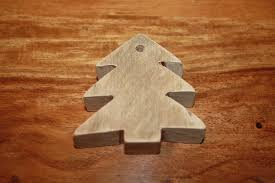 make your own christmas tree decorations from pallets