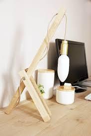 le bureau originale diy créer une le en bois pour le bureau lights hacks diy