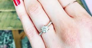 my wedding ring what to do if you secretly your engagement ring whowhatwear