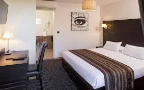 chambre d hotel pour 5 personnes chambres climatisées à l hotel les pierres dorées proche lyon