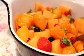 cuisiner le basilic salade au melon fruits rouges et basilic pour ceux qui aiment