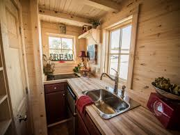 Tumbleweed Homes Interior It Doesnt Look Like Theres An Oven In The Kitchen But There Is A