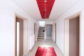 led beleuchtung flur flur mit rotem hochglanz element plameco decken fachbetrieb