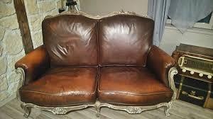 vieux canapé cuir recyclez le canapé de mémé on ne parle pas la bouche pleine