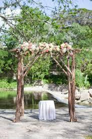 wedding arch log 17 beste ideeën rustiek bruiloft altaar op