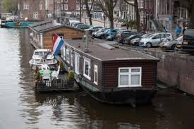 floating houses homes in amsterdam