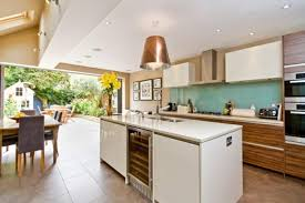 cuisine jardin cuisine d intérieur astucieusement transformée en cuisine ouverte