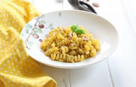 primo piatto con fiori di zucca pasta con crema di parmigiano ai fiori di zucca ricette
